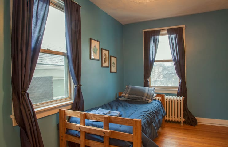 Cozy Room #2 in Squirrel Hill