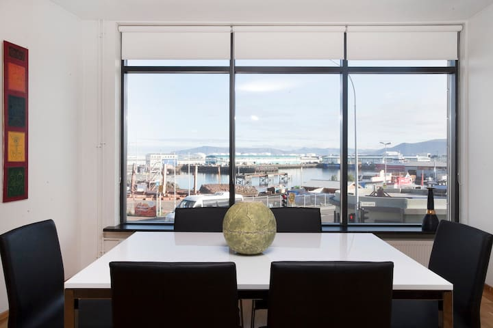 Harbor view Central Apartment with private parking
