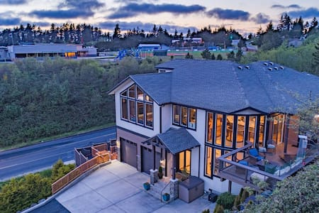 *Custom Designer Home Above the Bay*
