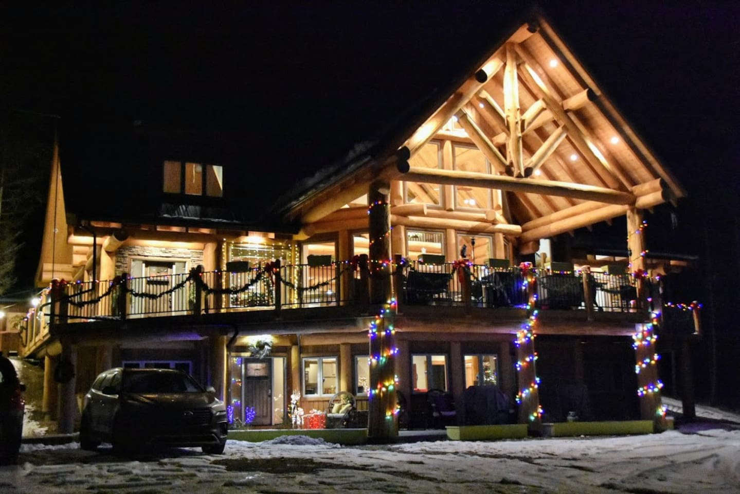 The lodge decorated for Christmas is beautiful!  Truly a rocky mountain Christmas.