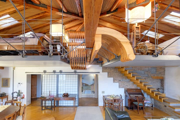 Spectacular downtown attic with great views