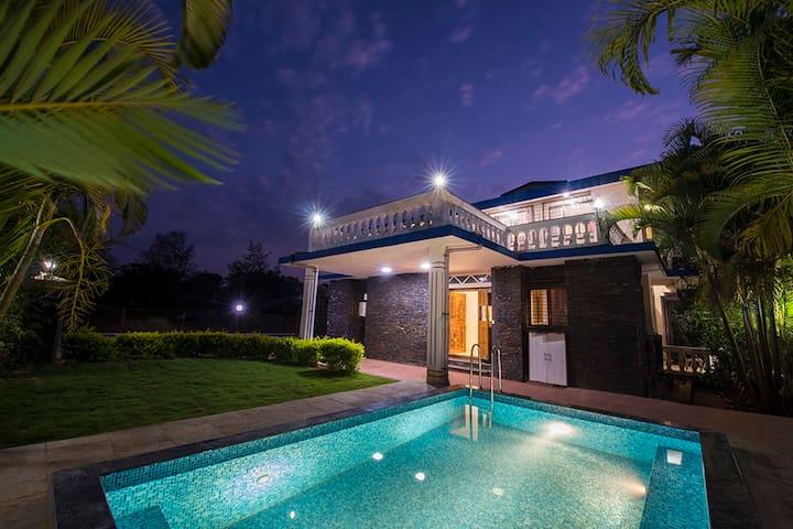 Rajput Manor, Vintage Luxury Villa With Huge Lawn