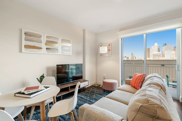 Kasa | Houston | Grand Midtown Studio Apartment