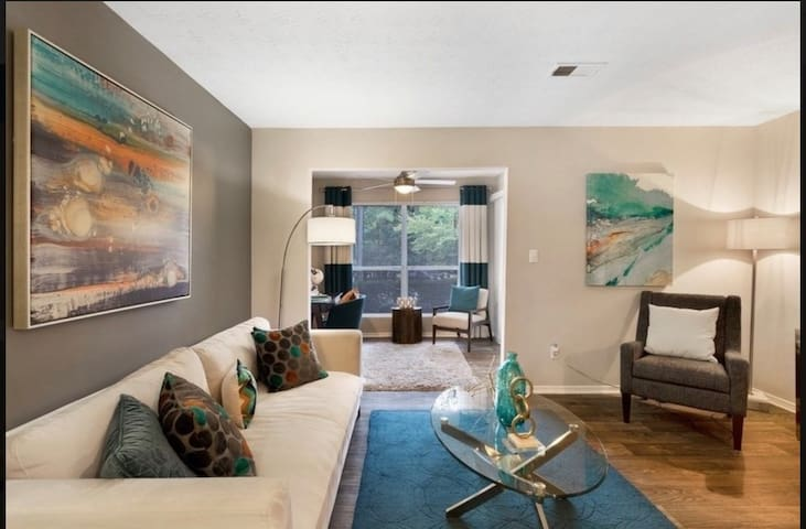 Beautiful 2 bedroom condo with pool