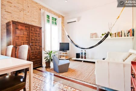Super nice and big apartment from an architect couple fully equipped with double bed, wifi, coffee machine, laundry room, tv, music and everything you need. The apartment is newly refurbished in a typical modernist building.