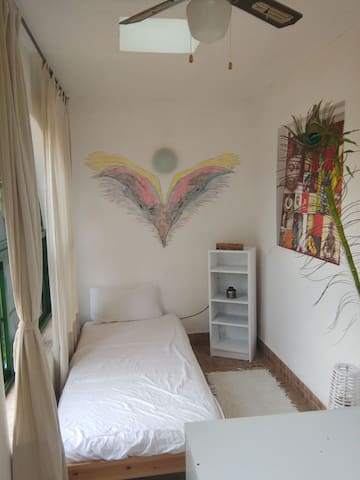 Cheap Room in paradise
