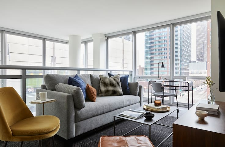 Domio | Navy Pier | Central 2 BR Duplex + Gym and Spa