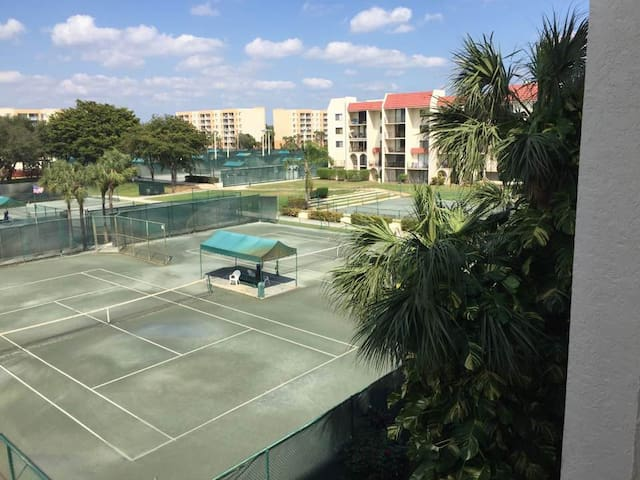 Furnished Condo in Tennis Club Complex - West Palm Beach - Apto. en complejo residencial