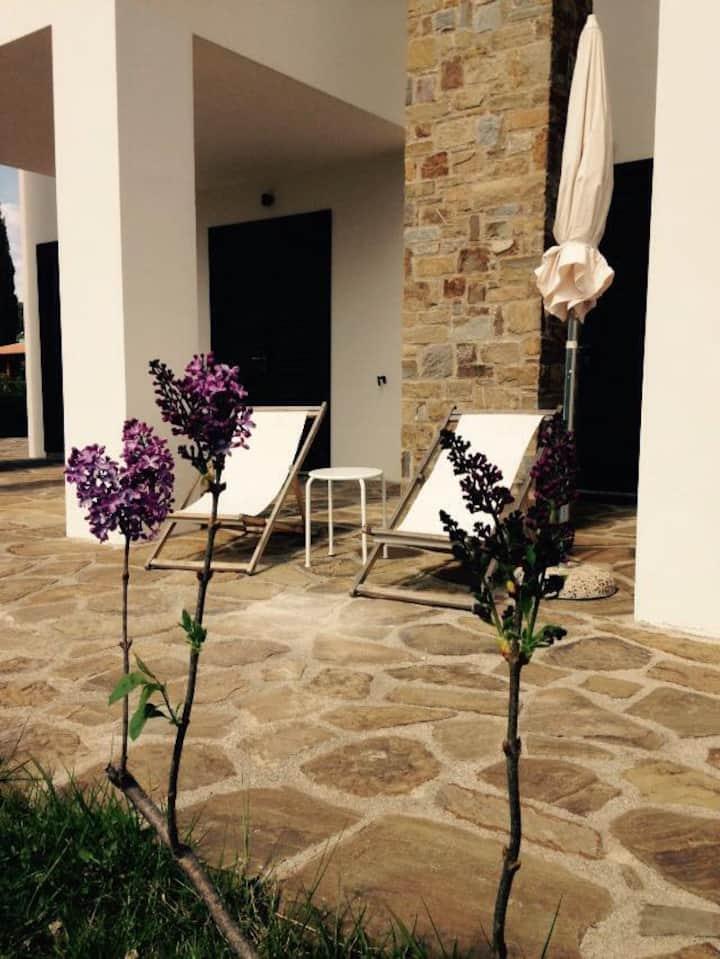 Fragolino, appartement  dans villa avec piscine
