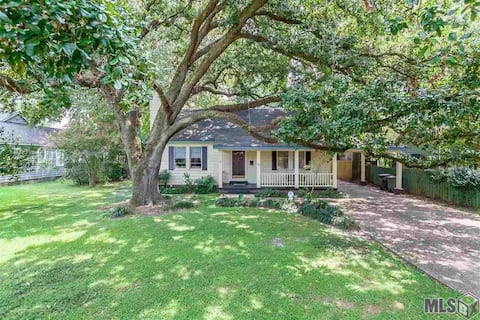 Quaint Cottage, Corporate/Monthly Rentals Only