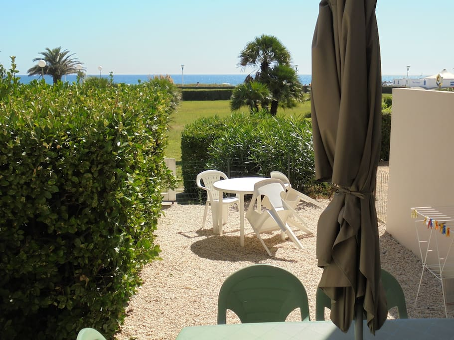 Bel appart front de mer avec jardin apartments for rent for Jardines nova canet