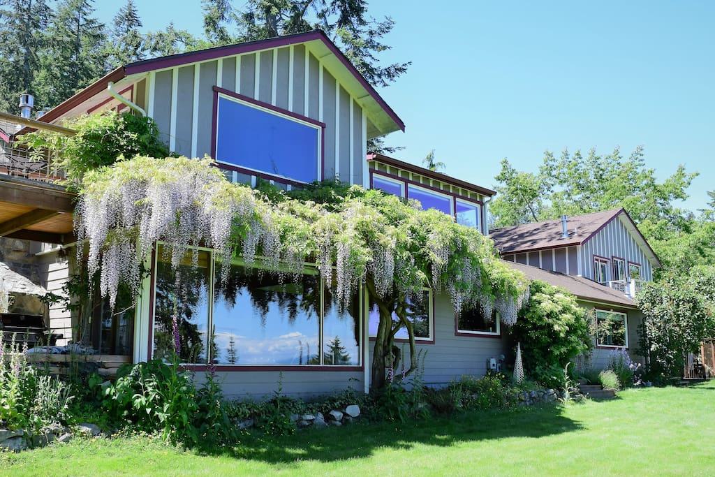 The Bluff on Whidbey is a licensed bed & breakfast - only minutes from Deception Pass State Park