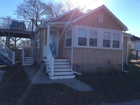 2 Bedroom Cape Cod Cottage walkable to beach