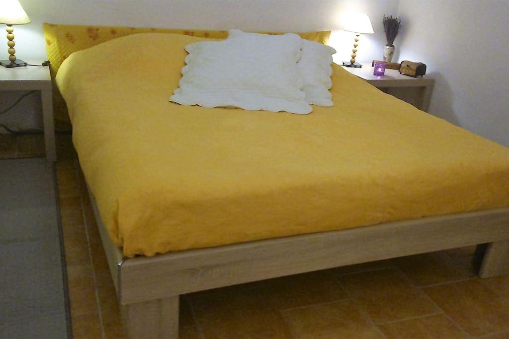 un vrai lit confortable en 160 cm de large