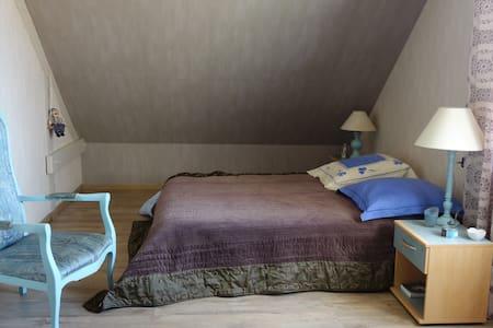 Chambre individuelle - Maison sur terrain arboré - Roézé-sur-Sarthe - Vendégház