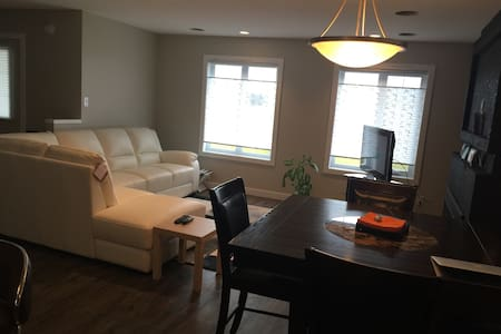 A charming room in a home away - Winnipeg - Dom