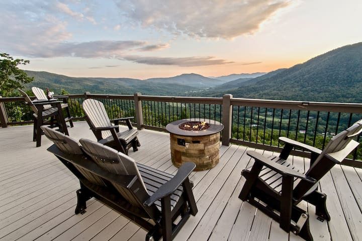 """Voted """"BEST VIEW"""" -  High Demand Area  -  Hot Tub!"""