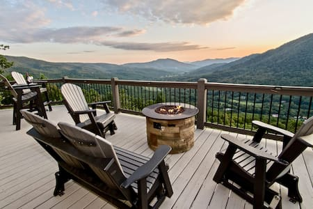 "Voted ""BEST VIEW"" -High Demand Area -Hot Tub-WIFI!"