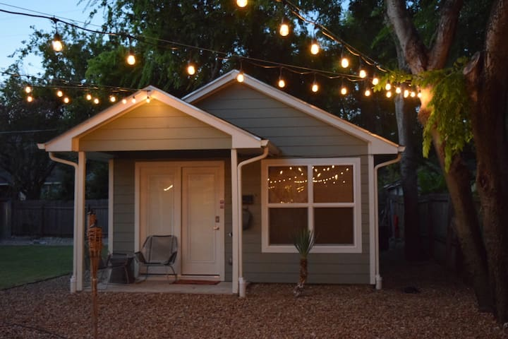 Centrally Located Casita- Fresh & Bright - Austin