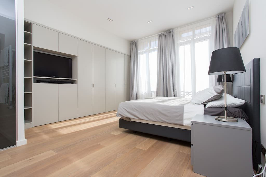 Master bedroom, bathroom ensuite, dressing, Apple TV, air conditioning