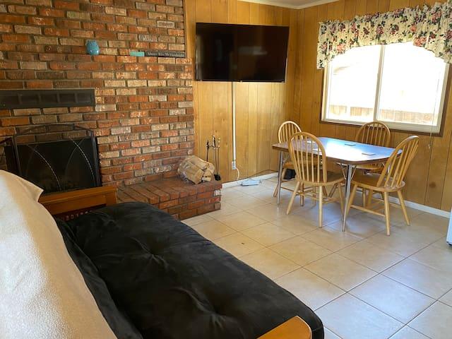 Blue Bear Lodge Cabin 4- Mountain Lodge Experience