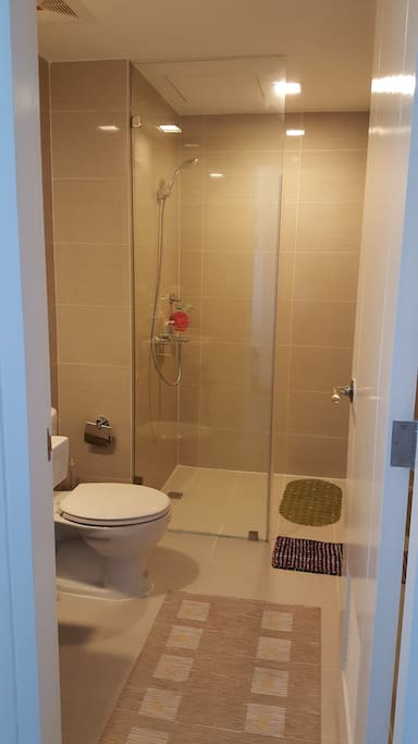 Nice and cozy bathroom.