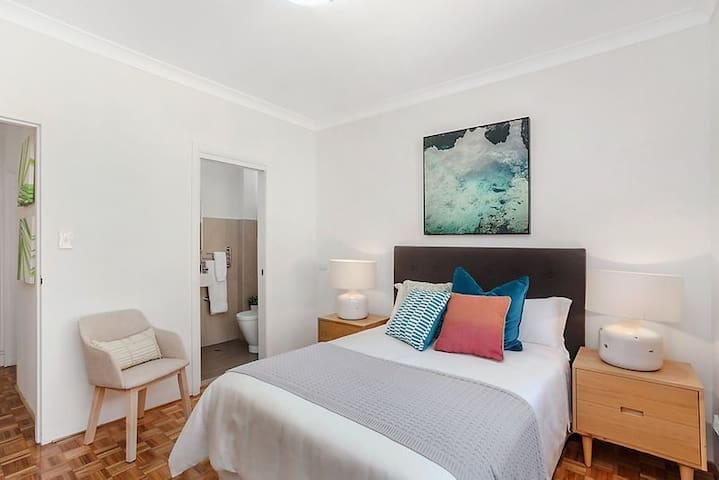 Master Room Private Bathroom - Chatswood Station