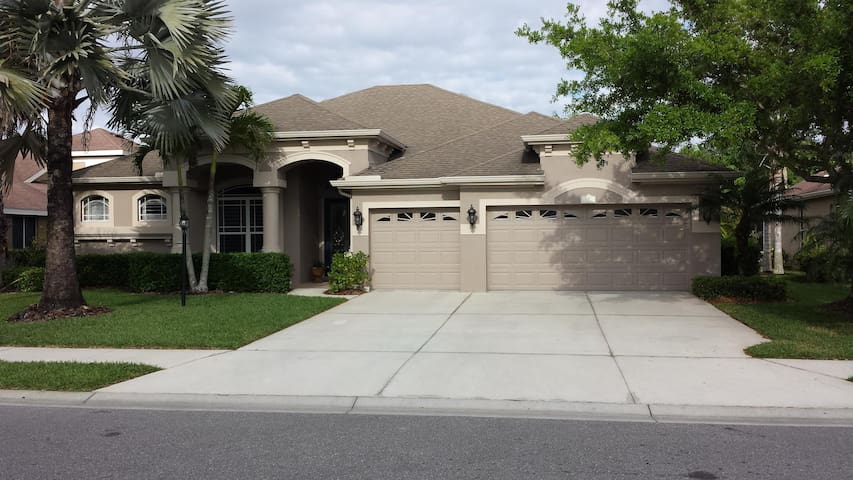 Private / Exclusive Gated Community - Bradenton - House