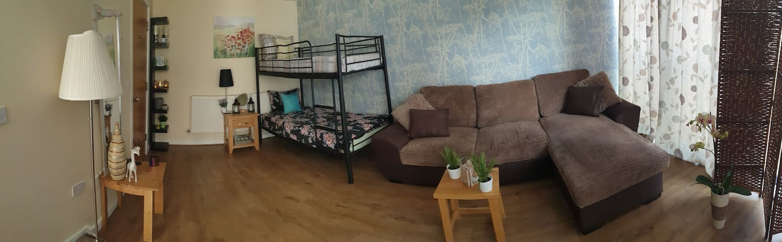 Fantastic location SUPER room in City Centre