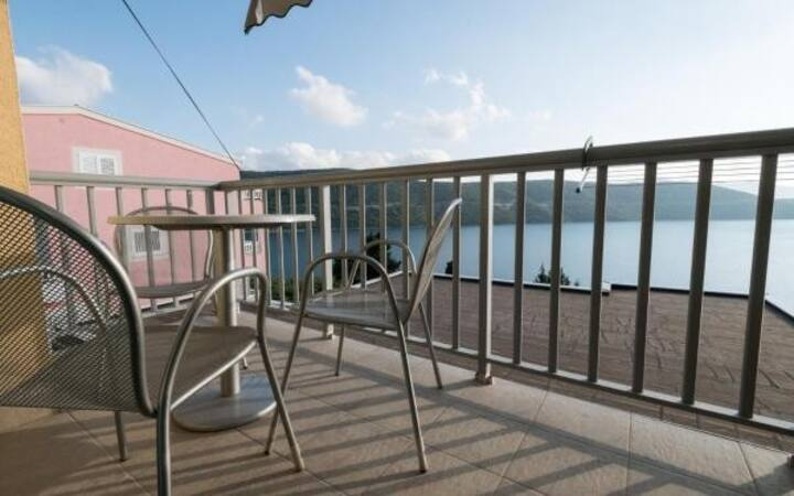 Ankica i Anamarija Apartments - Studio Apartment with Sea View (3)