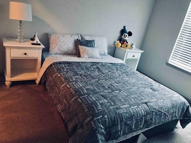 Cozy room located in the heart of Orlando. Welcome
