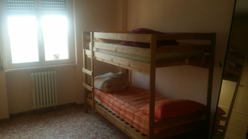 single bed for just 10€ - Pioltello - Daire