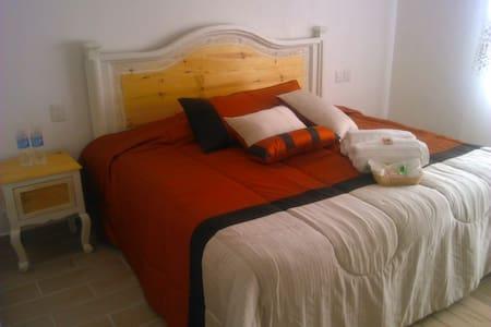 habitación para 2 personas peña de bernal Qro(con) - Bernal