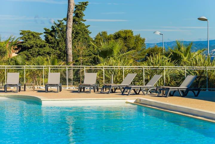 Appartement spacieux sur 2 étages près de la plage | Accès piscine!