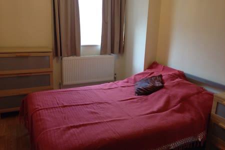 Double Room near Heathrow - Hounslow - Lejlighed