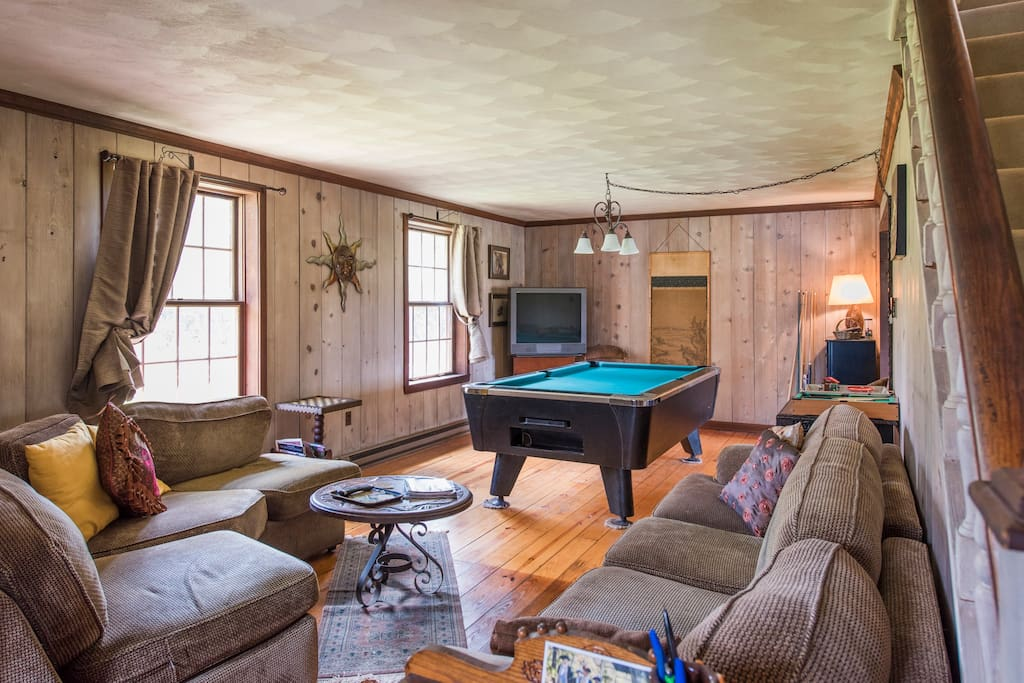 Living room with pool table & cable TV for guest