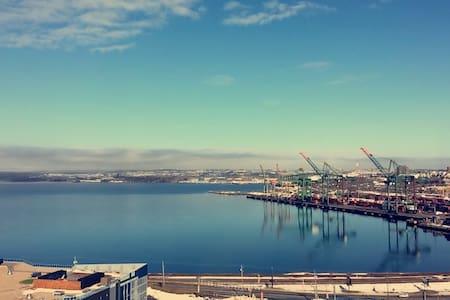 Modern 12th Floor Condo with Panoramic Views - Halifax - Kondominium