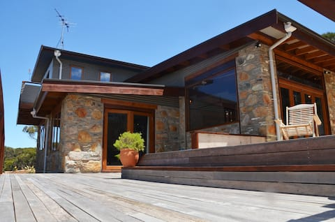 'of Stone & Wood', Secluded with ocean views!