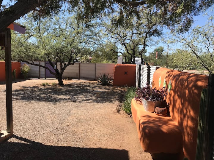 Big Private Yard. Pet Friendly & Centrally Located