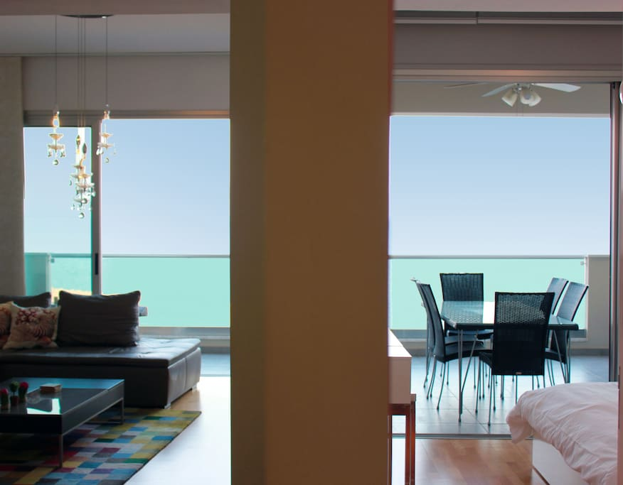 The apartment is one with the sea and the sky!