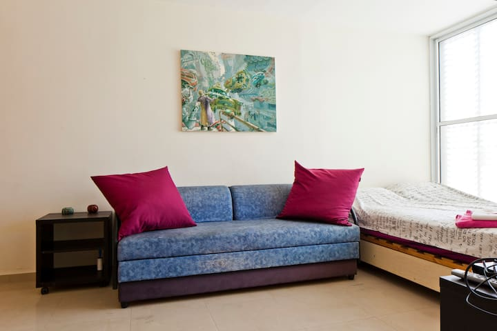 A lovely city mini-apartment, with a shared porch. - Ramat Gan - Apartemen