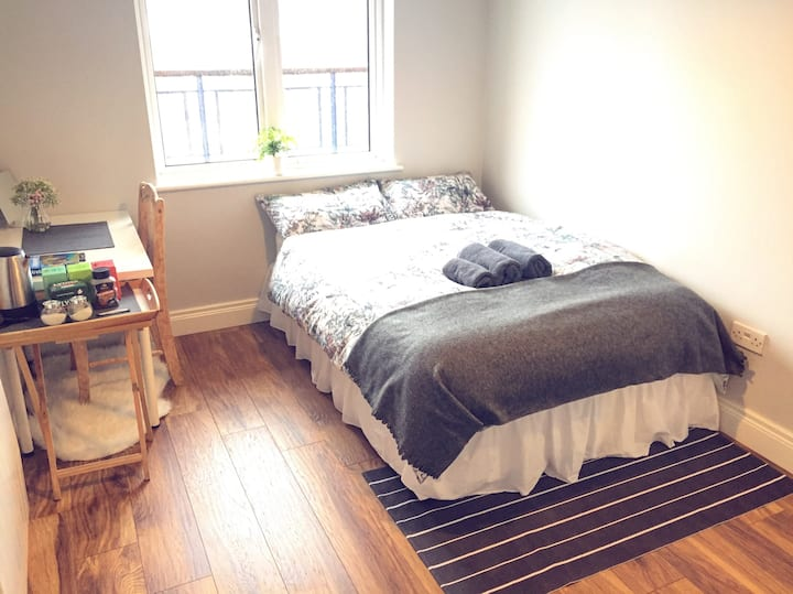 Comfy Double Room City Centre! Private Bathroom!