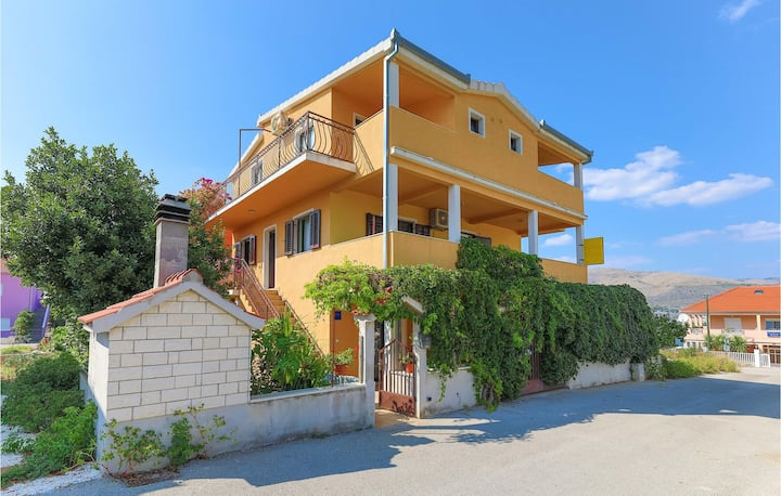 Awesome apartment in Okrug Donji with WiFi and 1 Bedrooms