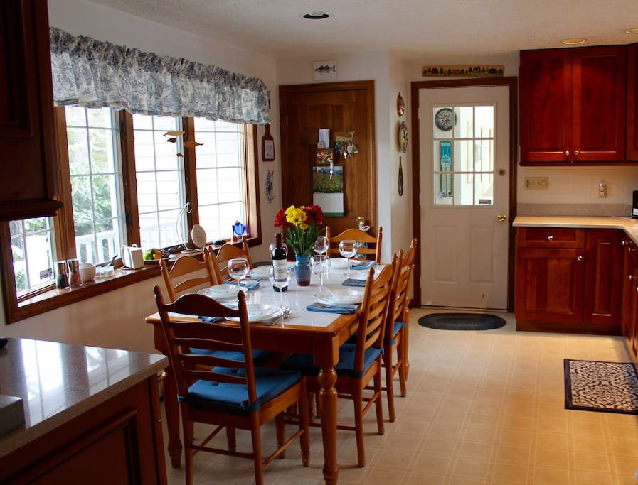 "Well equipped dine in  kitchen. ""The kitchen has modern appliances, tons of beautiful glassware, dishes, silverware, pots and pans, a fully loaded spice rack--everything one could possibly want."" Seth"