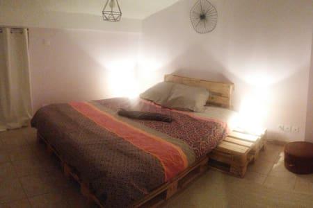 Belle chambre avec espace déjeuner et SDB privée - Saint-Donat-sur-l'Herbasse - Квартира