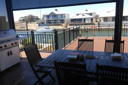 Waterfront Experience - Wannanup