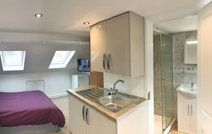 Self Contained Ensuite Studio Room - New