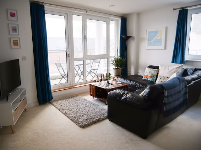 The bright living space and balcony get both sun in the morning and afternoon (3/4).