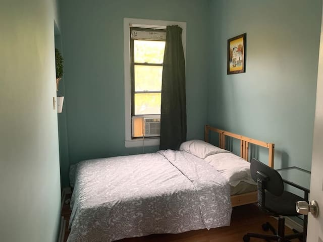 302Comfortable bedroom 20mins to Manhattan
