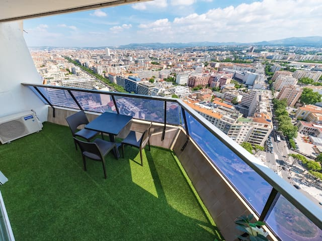 Apartment with swimming-pool, balcony and breathtaking view on Marseille